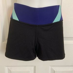 Pink ultimate yoga short size m